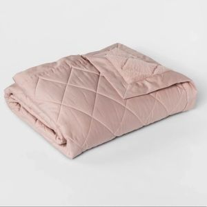 Fieldcrest luxury quilted Tencel/plush blanket